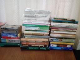 Lote com mais de 60 Livros