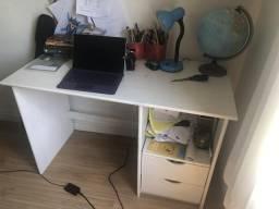 Conjunto escrivaninha e estante Tok&Stok