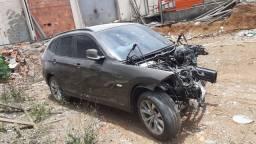 BMW x1 2.0 aspirada para retirada de peças sucata