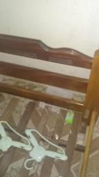 Cama de madeira maciça