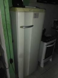 Vendo geladeira Eletrolux 250