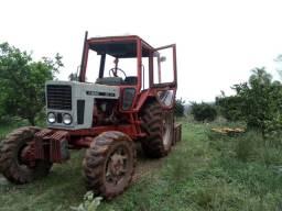 Trator tracionado Belarus