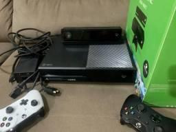 Xbox one com kinect e 2 controles