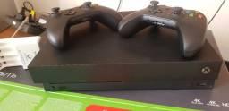 Xbox One X (2 controles, Gears of Wars 4, Carregador de Pilha Sony c/ 4 pilhas)