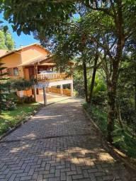 Título do anúncio: Casa com quatro suítes em condomínio de luxo em Domingos Martins.