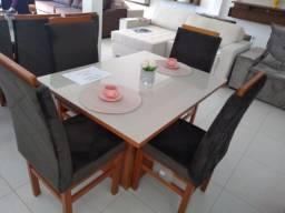 Título do anúncio: Conj mesa com vidro e quatro cadeiras de madeira