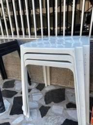 Título do anúncio: Liquidação de mesa plástica nova cor branca no atacado