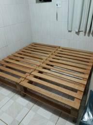 Cama em madeira estilo Pallet