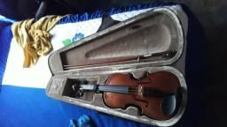 Vendo um violino