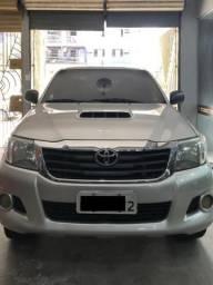 Vendo Toyota Hilux SR 2013/2013 manual 4x4 completa - 2013