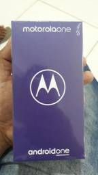 Vendo um Motorola One lacrado 64 GB