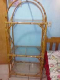 Estante de bambu com vidro