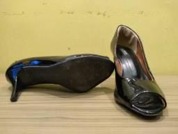 e805fae9fe Vendo 2 sapatos sociais Femininos
