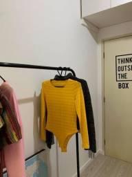 Body amarelo com transparência listrada
