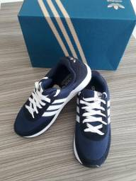 Tênis Adidas camurça