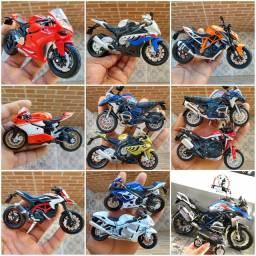 Miniaturas de motos feito em metal plástico