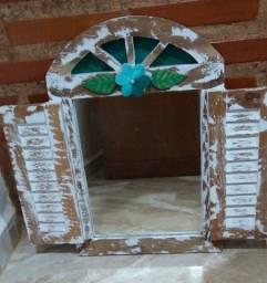 Espelho de  madeira  de  demolição