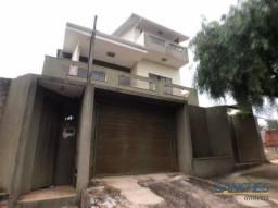 Casa com 4 dormitórios à venda, 320 m² por R$ 650.000,00 - Vila São Carlos - Apucarana/PR