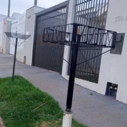 Lixeira de rua reforçada