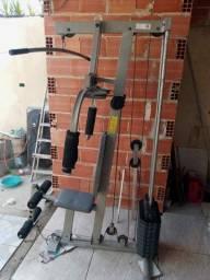 Estação de musculação academia