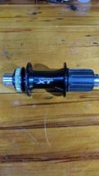 Cubo shimano XT 12×142mm
