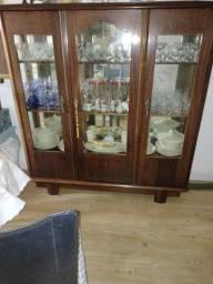 Cristaleira antiga da móveis Cimo conservada.