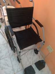Título do anúncio: 2 cadeiras rodas e banho. Preço bom.