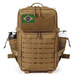 Título do anúncio: NOVA Mochila Militar Assalt Nylon 900D 50L Impermeável (Acompanha Bandeira do Brasil)