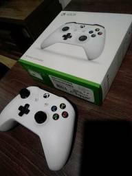 Xbox One S 1T 2 controles na caixa
