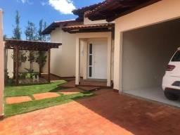 Casa de 4 quartos de alto padrão a venda em setor nobre de Caldas Novas GO