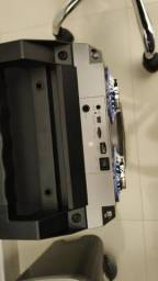 Caixa de som amplificada com microfone