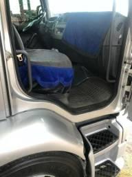 Caminhão volvo vm 270 6x2R - 2014