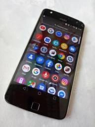 Vendo ou Troco Moto z Play 32 GB aceito cartão Leia a Descrição