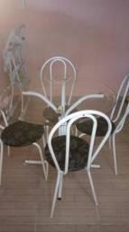 Mesa redonda com tampo de vidro 4 cadeiras