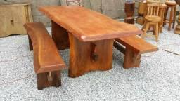 Toda linha de móveis em madeira de lei bruta é na ITINGA móveis.