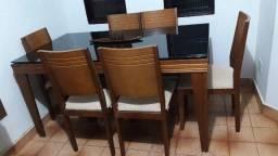 Mesa de 6 lugares e 6 cadeiras