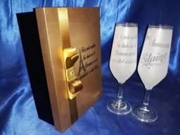 Brindes Personalizados 2 Taças de champanhe e caixa Mdf