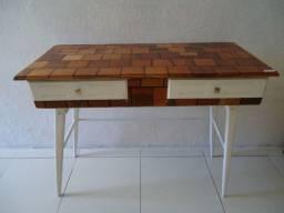 Escrivaninha, madeira mouracatiara