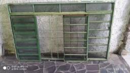 Janela de ferro com vidro