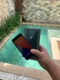 Vendo IPhone 8 64Gb completo com fone e 90 dias de garantia
