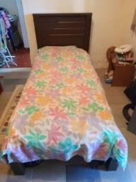 Título do anúncio: Vendo uma cama de solteiro com colchão