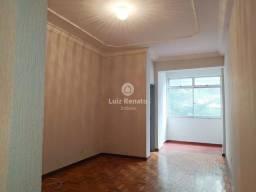 Título do anúncio: Ótimo apartamento no Centro - 3 Quartos - 2 banheiros - Sala Ampla Para Dois Ambientes - P