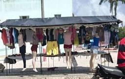 Barraca de roupa pra feira com manequim