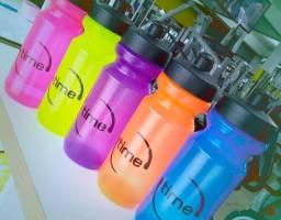 Garrafa Squeeze Plástica 650ml Personalizada com a sua Marca, Imagem ou Evento