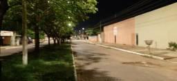 Área com muros de 4m altura, pavimentada, adequada para Garagem