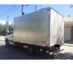 Caminhão baú carga seca