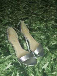 Título do anúncio: Sandálias Novas tamanho 35