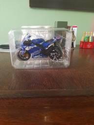 Título do anúncio: Miniatura de Moto Colecionável Nova 1/18