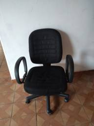 Título do anúncio: Vendo uma cadeira giratória de escritório valor 120 reais