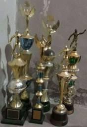 Título do anúncio: Vendo troféus usados